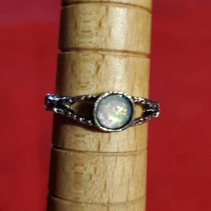 Stamped silver tone ring with opalescent stone